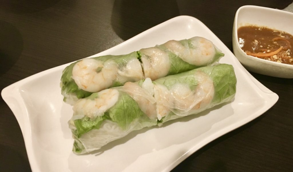 Fresh Shrimp and Pork Salad Roll with Peanut Sauce