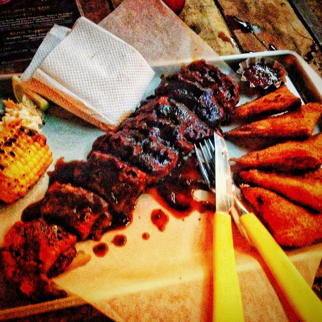 60 Brasas - BBQ ribs and empanadas