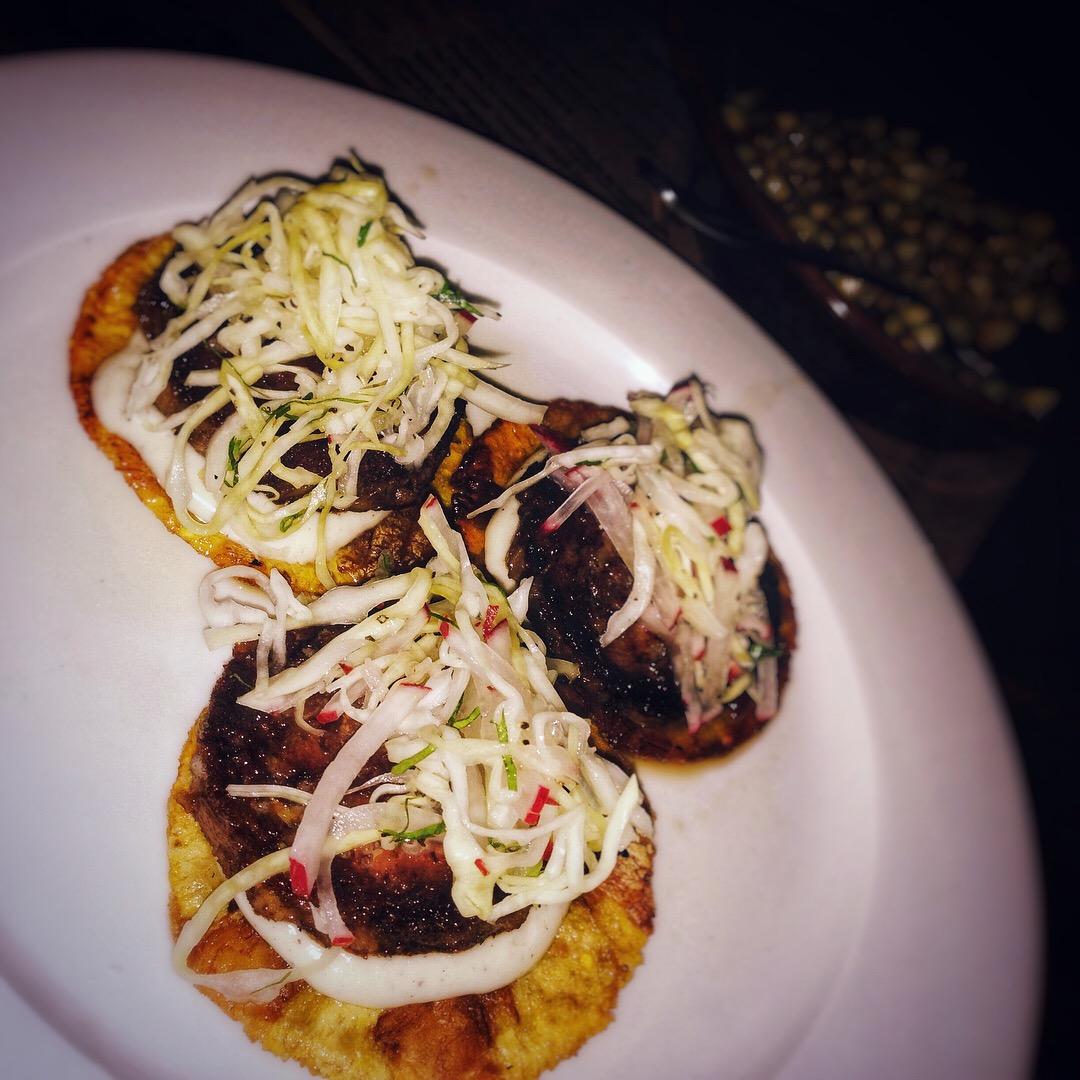 Hermana República Centro - Fried beef on plantain tostados (tostones de platano macho con vaca frita)